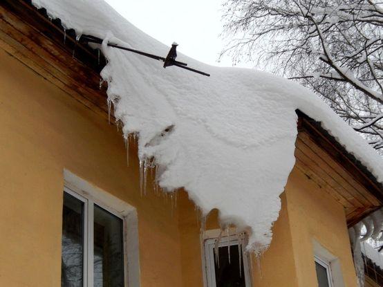 Обвал снега и льда